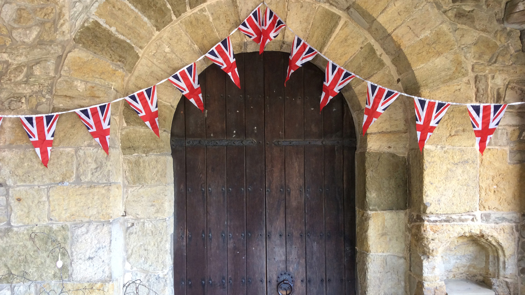 Bunting on porch door small